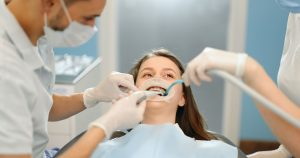 4 Keuntungan yang Diperoleh dari Pemasangan Gigi Palsu saat Gigi Asli Lepas